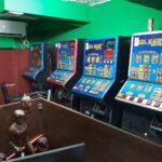 """המשטרה חשפה אמש בחיפה בית הימורים ובו 15 מכונות מזל ממוחשבות ועכבה לחקירה תושב חיפה שעפ""""י החשד מפעיל את המקום"""