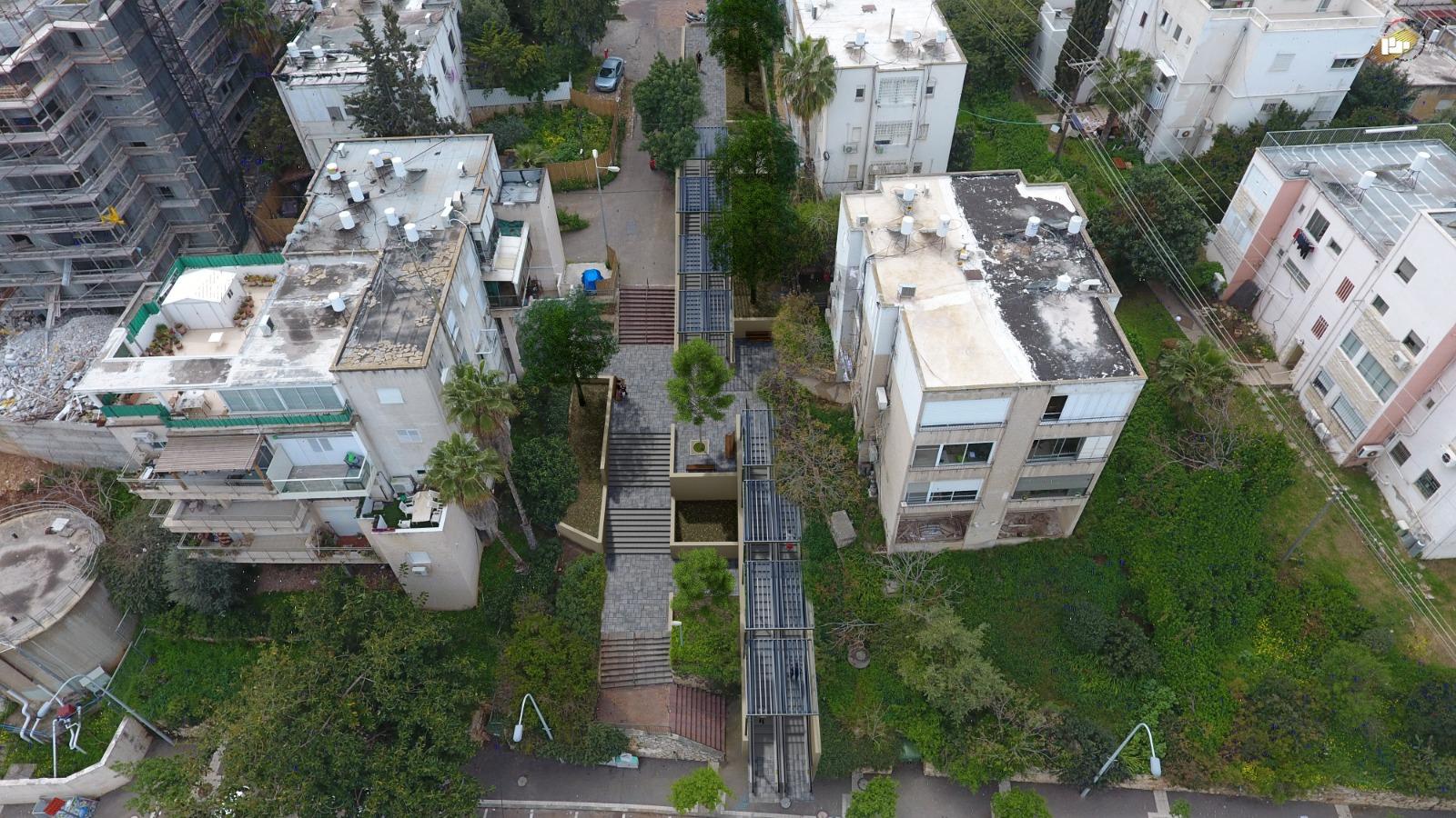 """מצ""""ב צילום מצב קיים והדמיית הצבת דרגנוע בשכונת נווה-שאנן קרדיט אדריכלות נוף והדמיות: משרד ינון - תכנון יעוץ ומחקר"""