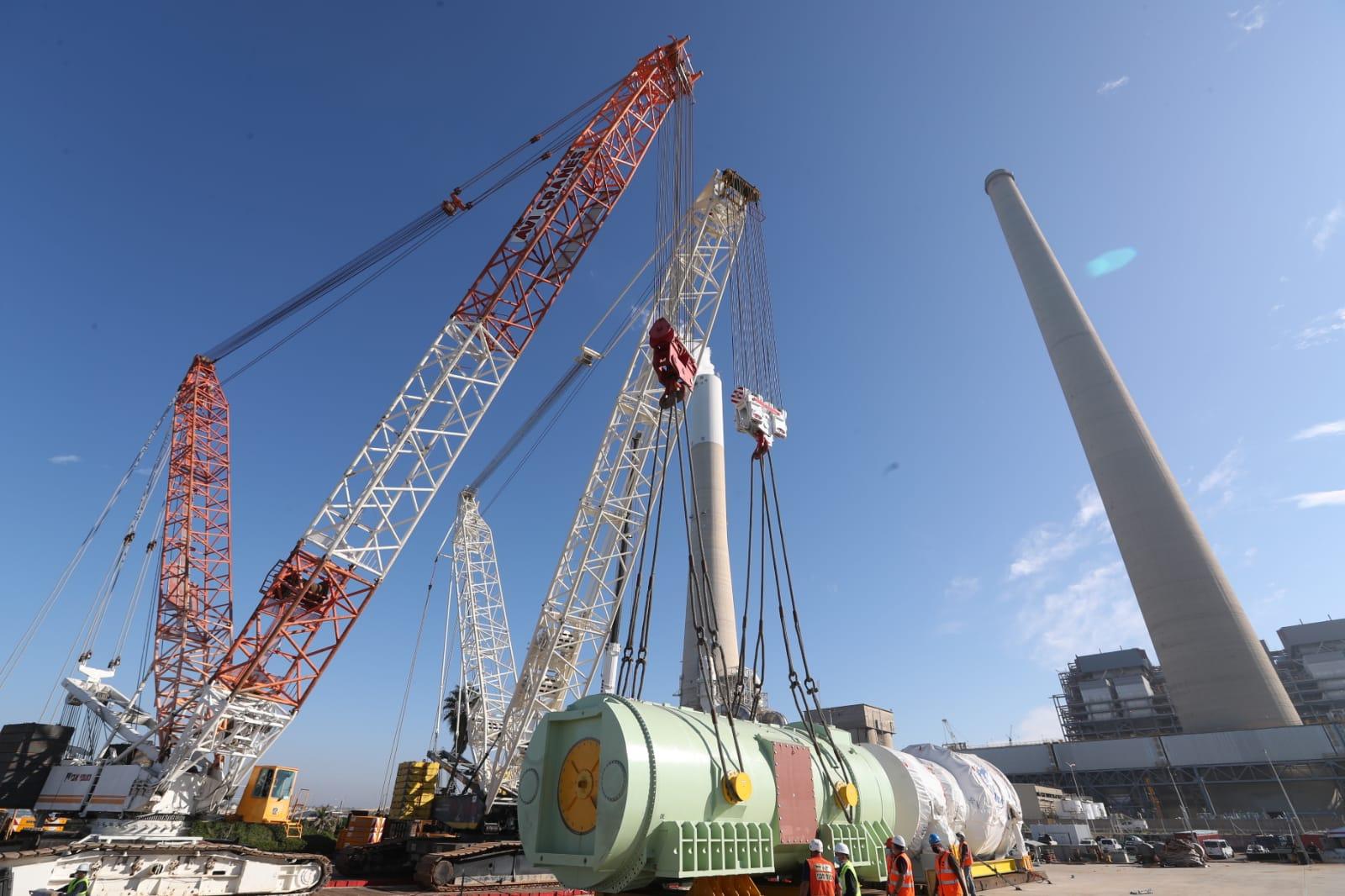 טורבינות הגז הטבעי והגנראטור הגיעו לנמלטורבינות הגז הטבעי והגנראטור הגיעו לנמל