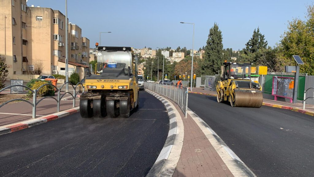 למרות הקורונה והסגר המתמשך, עיריית נוף הגליל מבצעת סבב נוסף של פרויקטים לחידוש ושדרוג תשתיות הכבישים בעיר