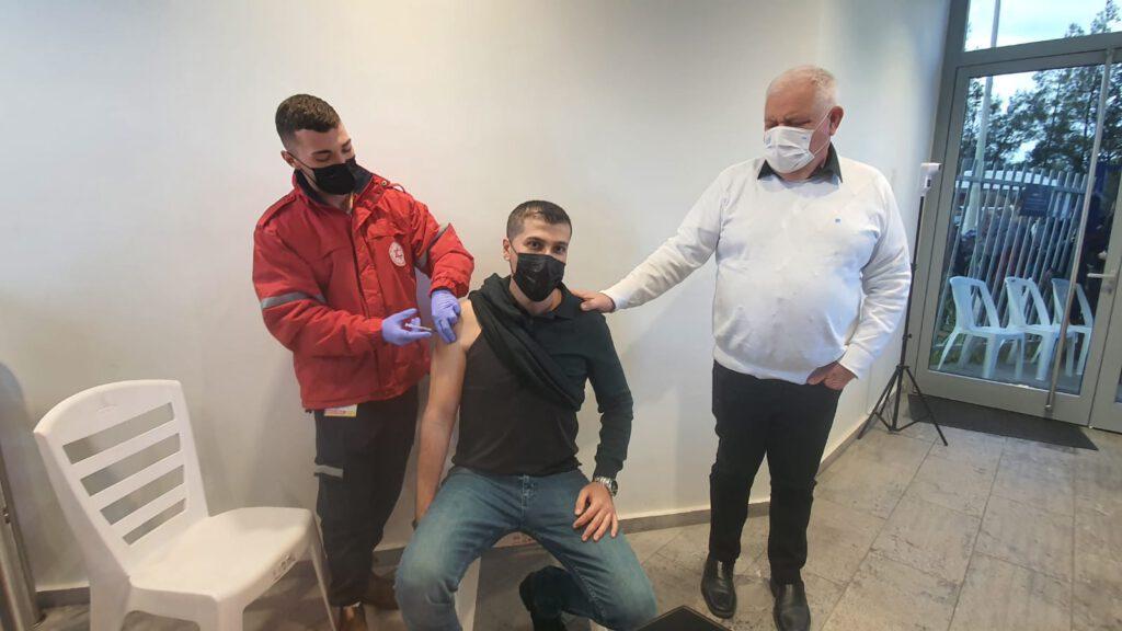 """מבצע חיסונים לעובדי פארק התעשייה """"ציפורית"""""""