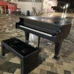 במרכז כיכר מאירהו עמד פסנתר