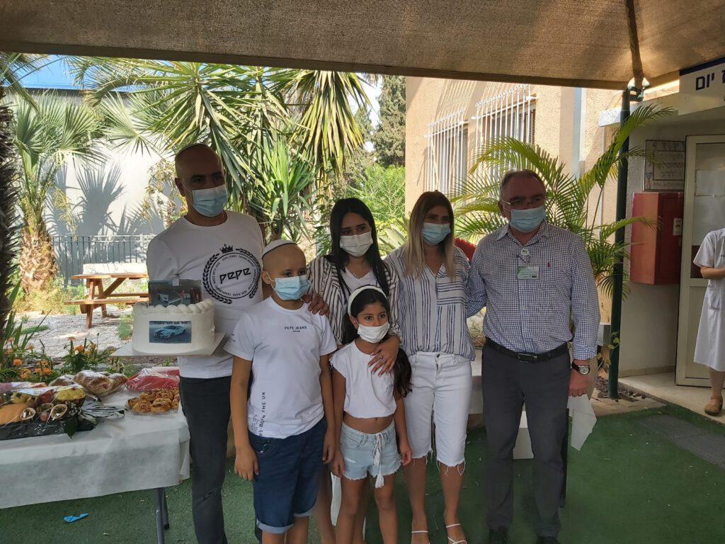 בר מצווה בהפתעה במחלקת אונקולוגית ילדים במרכז הרפואי העמק מקבוצת כללית