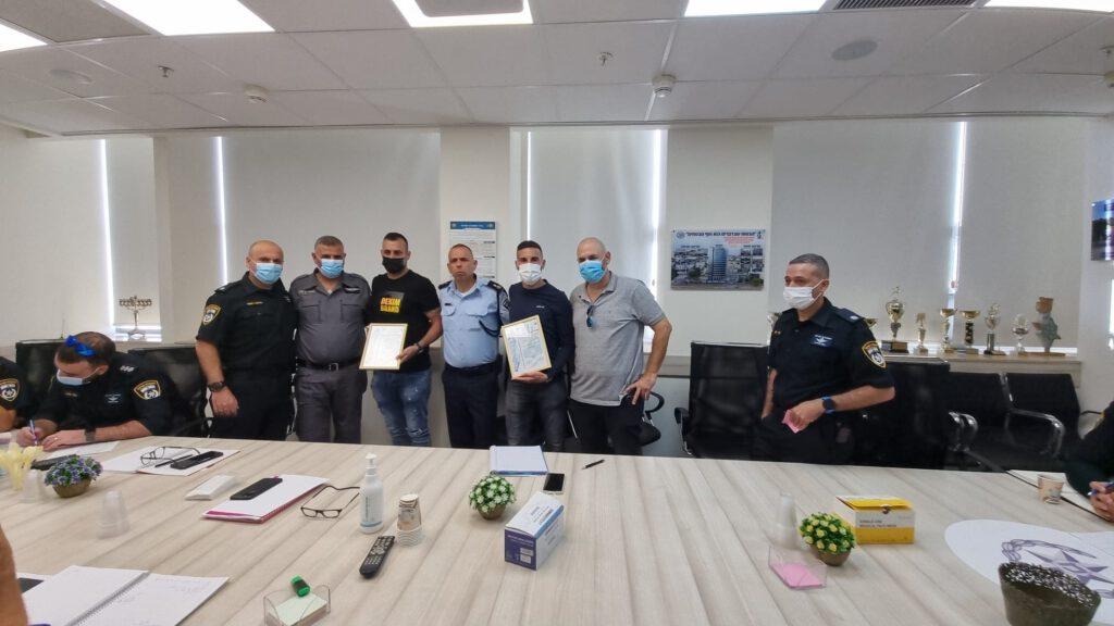 תעודות הוקרה של משטרת ישראל למפקחי עיריית חיפה קלוד ג'ובראן והייתם מריד