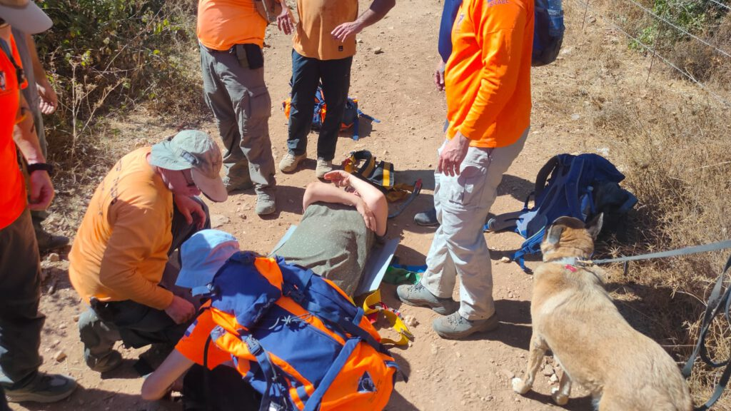 מתנדבי יחידת החילוץ גליל-כרמל סיימו לפני זמן קצר (ראשון) לחלץ בנחל עמוד (עין יקים) מטיילת בת 61 שטיילה יחד עם משפחתה. במהלך הטיול היא מעדה ונחבלה ברגלה.